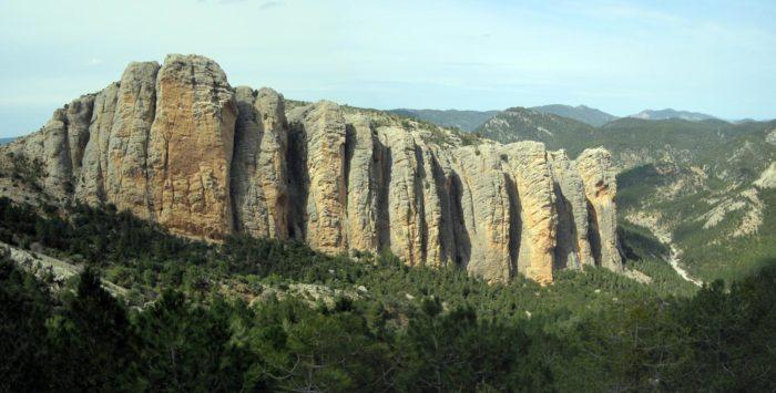 Imponent visió del vessant sud de les Roques del Masmut