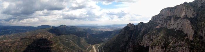 La Vall del Llobregat i la Santa Cova vistes des de la Roca del Corb