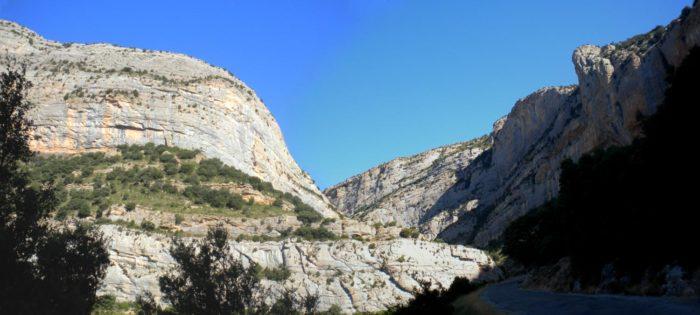 La gorja del Pas Nou separa la Roca Alta del Pilar del Segre