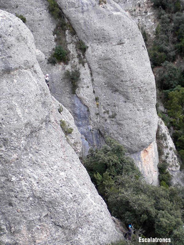 El germans Masó, incansables, treballant al Contrafort de la Roca de Sant martí