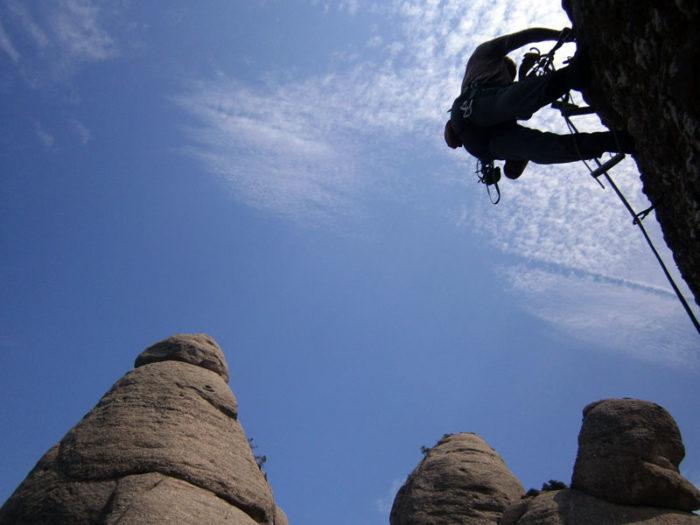 Primer llarg envoltats de gegants de pedra