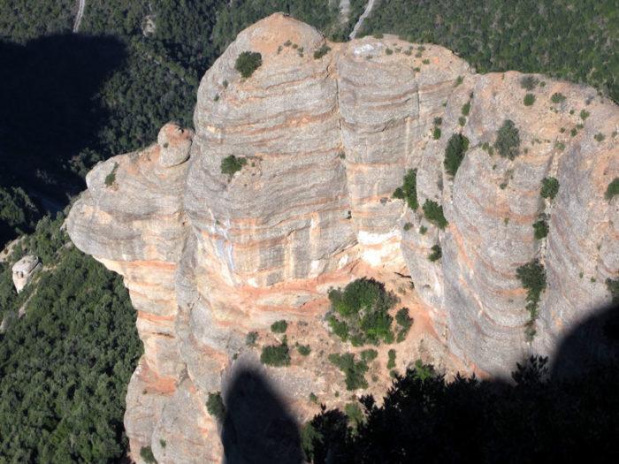 Des del cim podem gaudir d'una perspectiva poc comuna de la carena de la Cadireta (Foto: Jose V.)